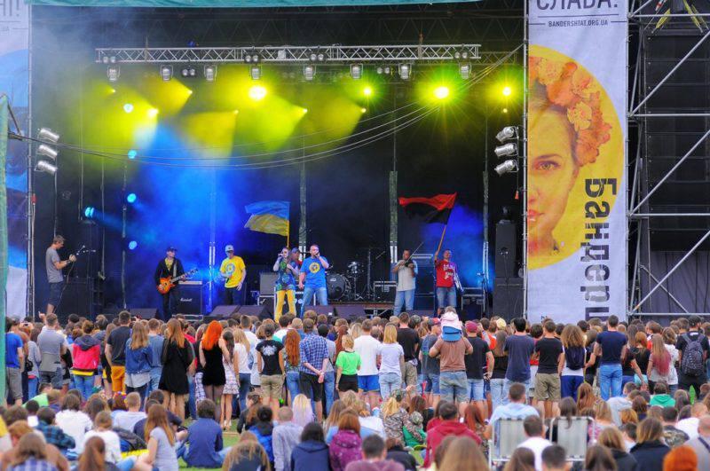 """Стартуємо з """"Обнови"""" і заряджаємося на ціле літо! Фестивалі України 2017: список найголовніших."""