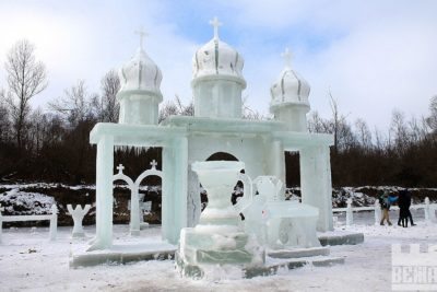 На Коломийщині спорудили льодове містечко