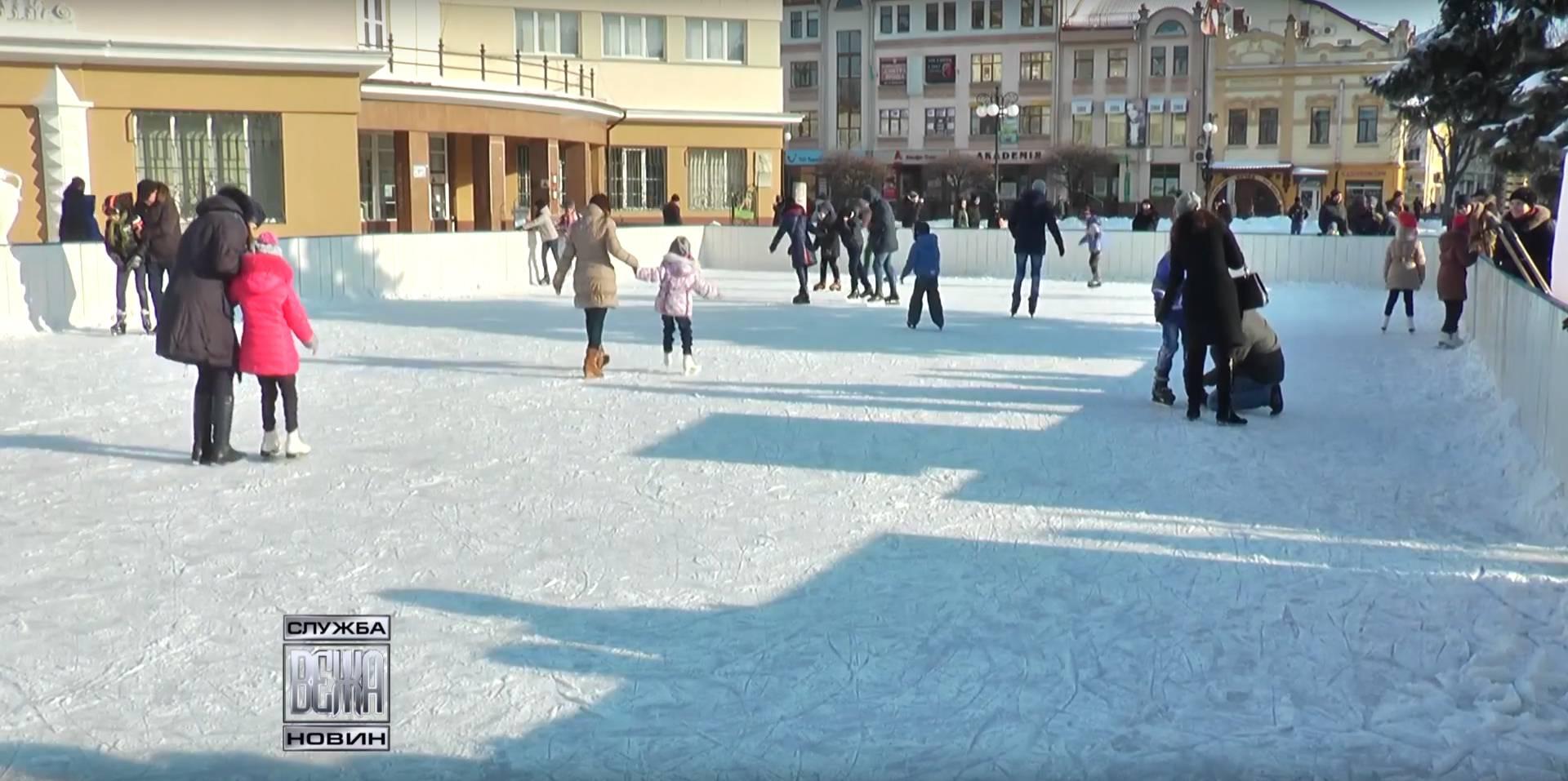 Іванофранківці поспішають на  льодову арену під відкритим небом (ВІДЕО)