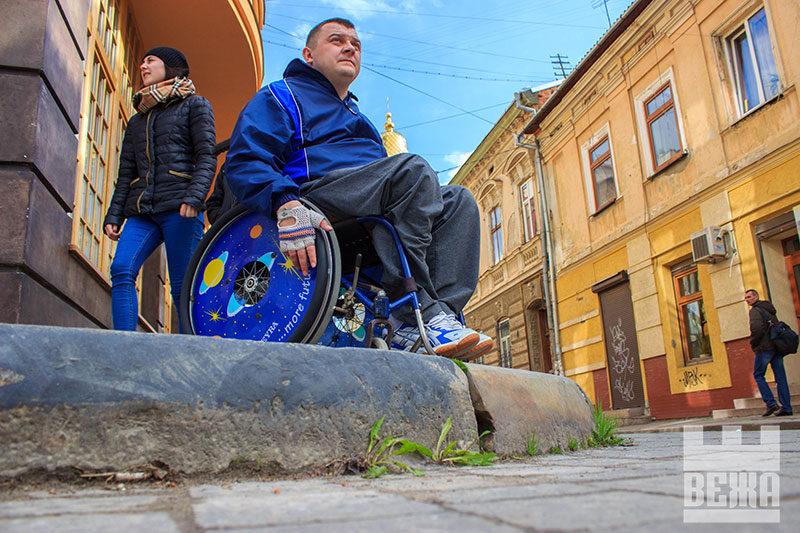 Необмежені можливості або чи пристосоване місто для людей на інвалідних візках (ФОТО)