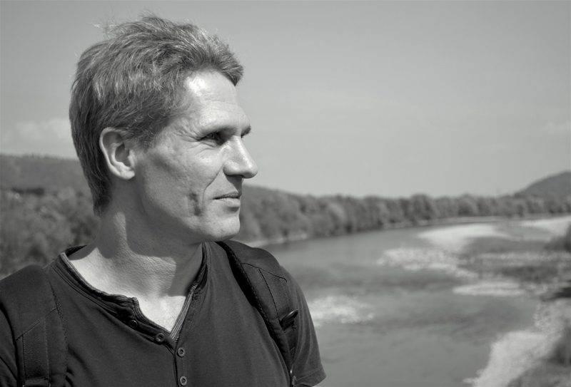 Юрій Чопик - у минулому – співзасновник «Видавництво Старого Лева», гітарист групи «Мертвий Півень»