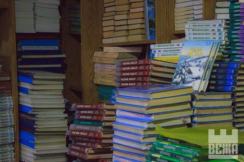 Шкільний книжковий арт, або як діти розмальовують підручники (ФОТО)