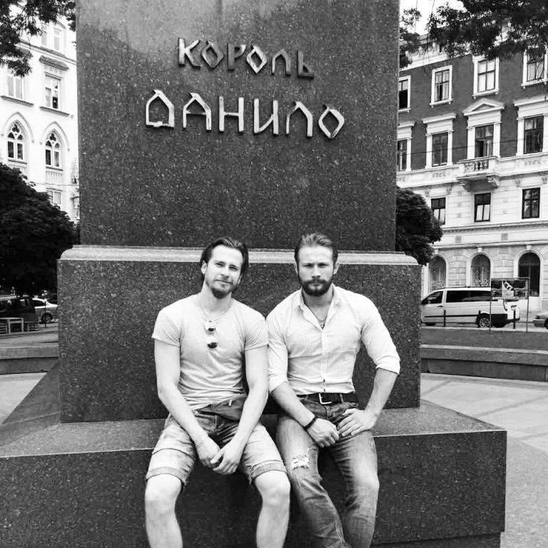 Праворуч - Сашко Алексєєв