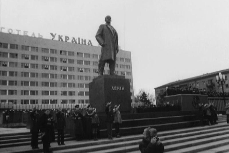 Першотравнева маніфестація та відкриття пам'ятника Лєніну (1975 р.) (ВІДЕО)