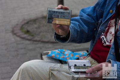 Артефакти минулого: як зараз живуть вже забуті касети та диски