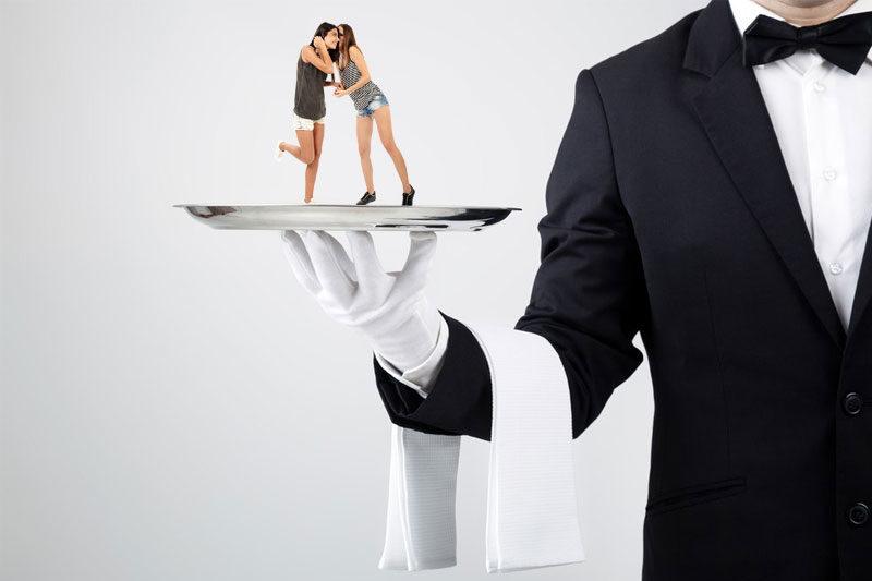Бійки, залицяння та конфлікти: Що приховує робота франківських офіціантів?