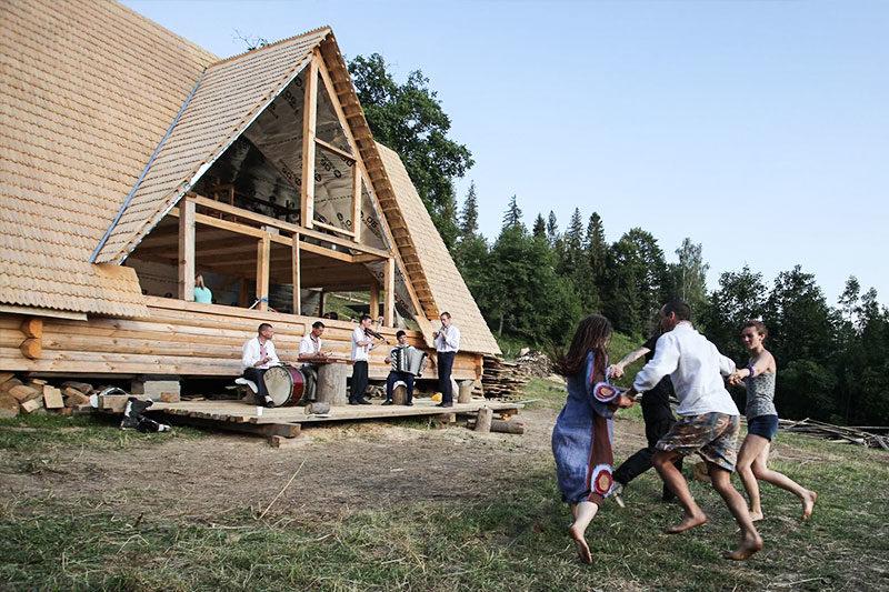 """""""Дідова Хатчина"""" – як на Косівщині розвивається унікальний простір, що єднає людей з природою та мистецтвом (фоторепортаж)"""