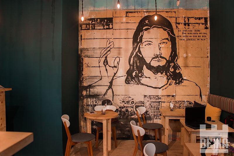 """""""Небо"""" у Франківську: як працює перше християнське кафе (ФОТО)"""