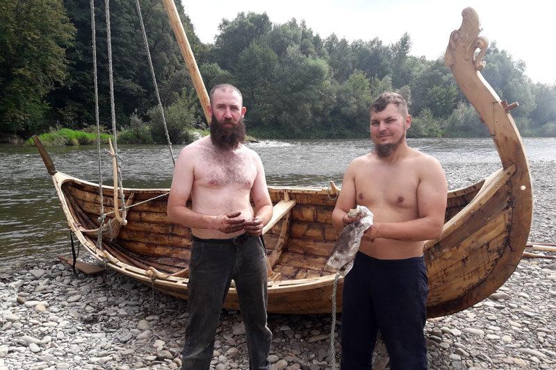 """Прикарпатські """"Вікінги"""": від реконструкції стародавніх човнів до благодійності"""