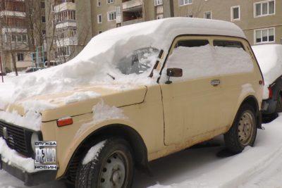 В Івано-Франківську комунальники ліквідовують наслідки негоди (ВІДЕО)