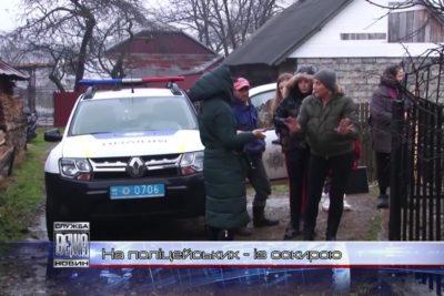 Прикарпатець із сокирою накинувся на поліцейських (ВІДЕО)