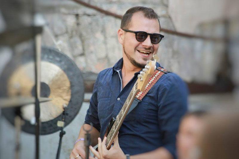 Віртуозний бас-гітарист Сергій Радзецький заспівав! (АУДІО)