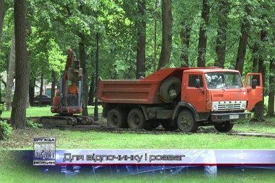 Близько сім сотень саджанців дерев  посадили комунальники в Івано-Франківську (ВІДЕО)