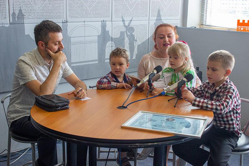 Віра, Марко, Мар'яна і Матвій Хом'яки та Олександр Овчар. Сімейні канікули (АУДІО)