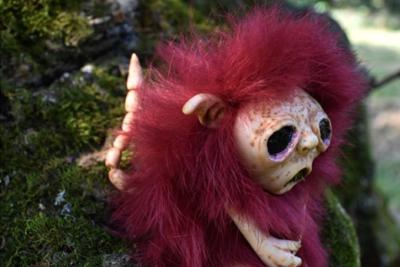 Страхітливі ляльки, які подорожують світом: авторка розповідає про свої творіння